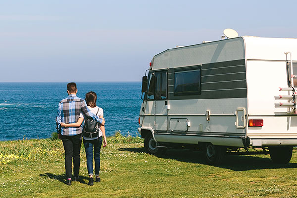 Couples caravanning - Winchester Caravans and Motorhomes